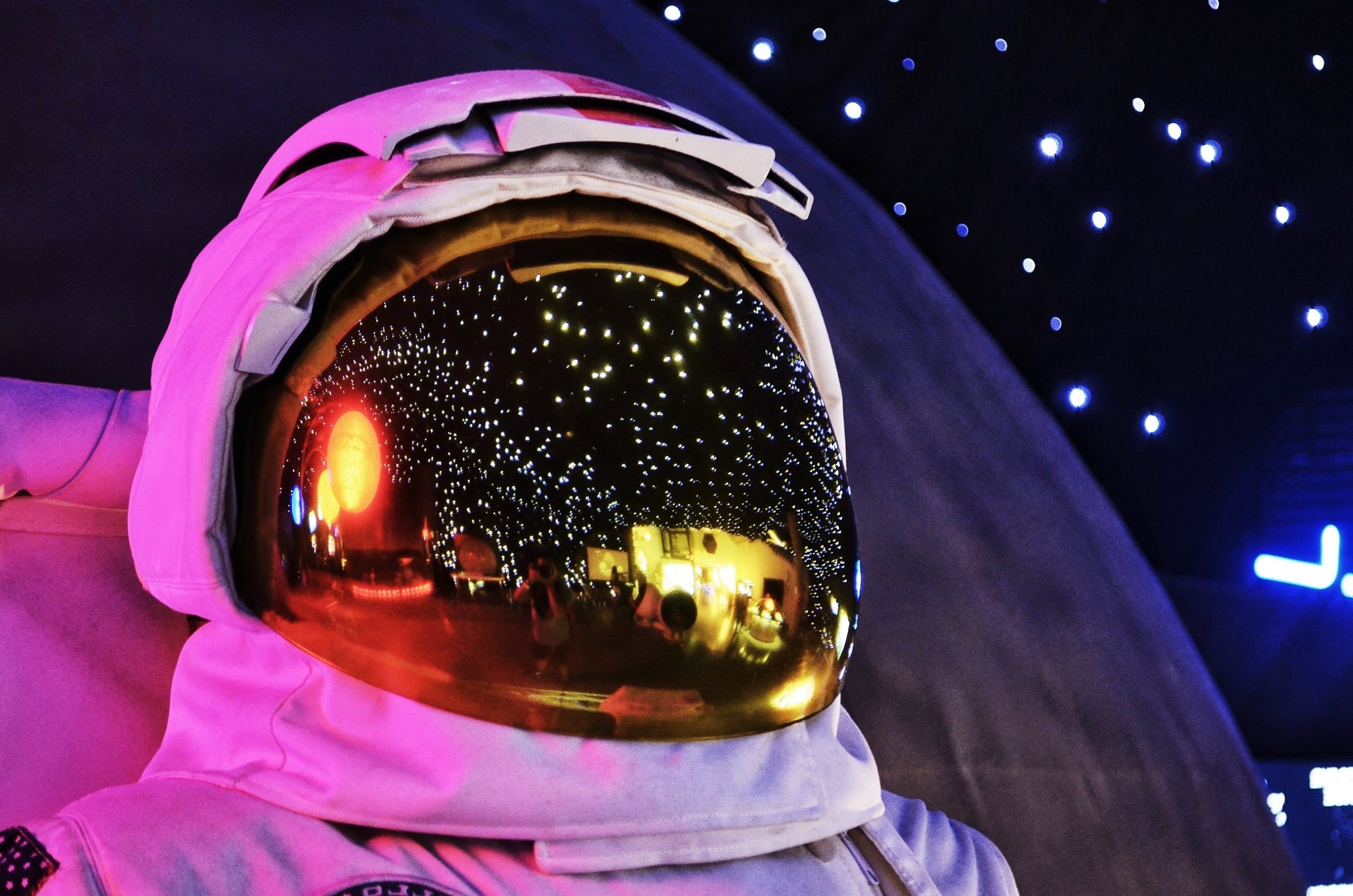 astronaut L8FZEW4 scaled e1605515958311